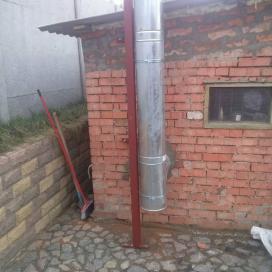 Установка твердотопливного котла, дымохода