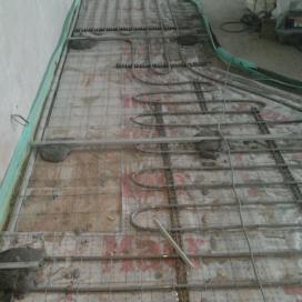 установка маяков для монтажа стяжки над теплым полом
